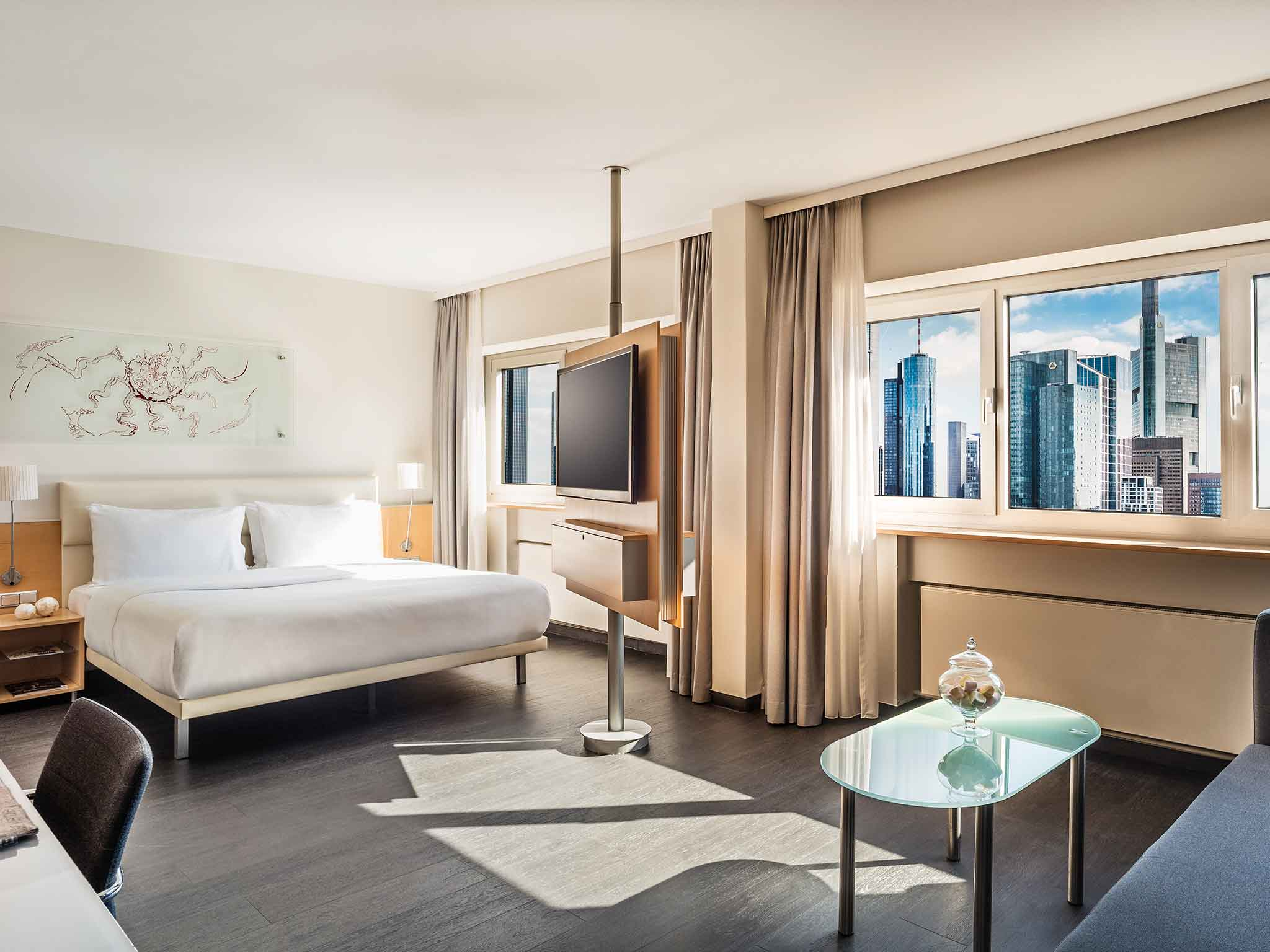 Spacious Guest Rooms at the Le Meridien Frankfurt Hotel next to the train station