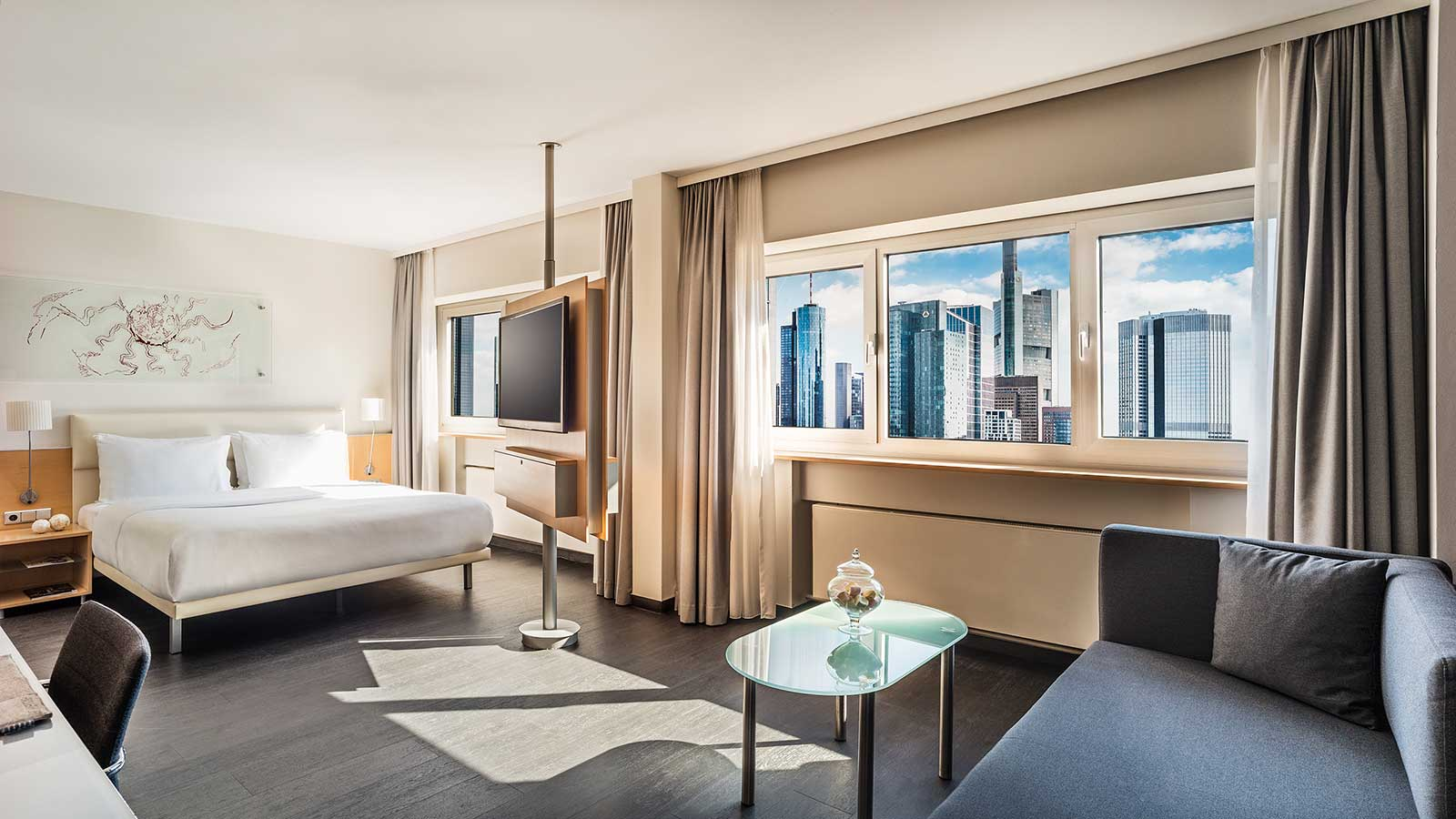 Hotel Room in Frankfurt City Center: Le Méridien with Skyline View