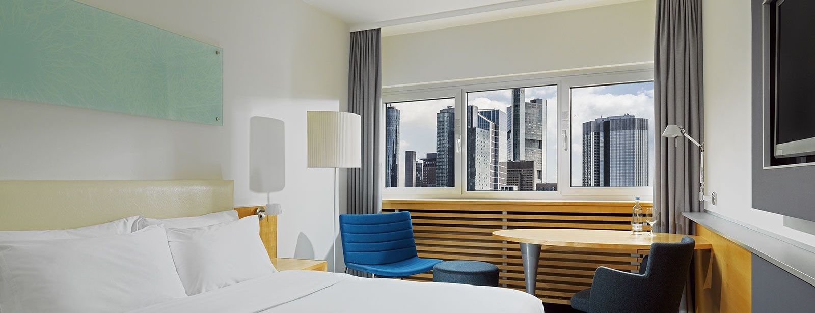 City Hotel Frankfurt: Le Méridien Superior Room with Skyline View